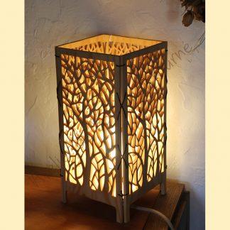 Lampe arbre créée par Atelier de bois chantourné