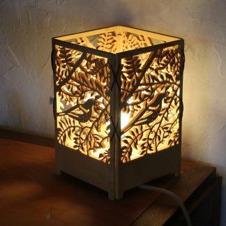 Lampe oiseau créée par Atelier de bois chantourné